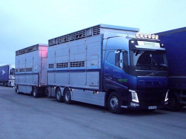 Un deuxième Volvo New FH13 500 EEV pour les transports Davoust (22).