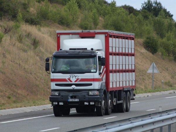 Cinq véhicules de l'abattoir Roussaly (81) et trois de Alliance Occitane (32).