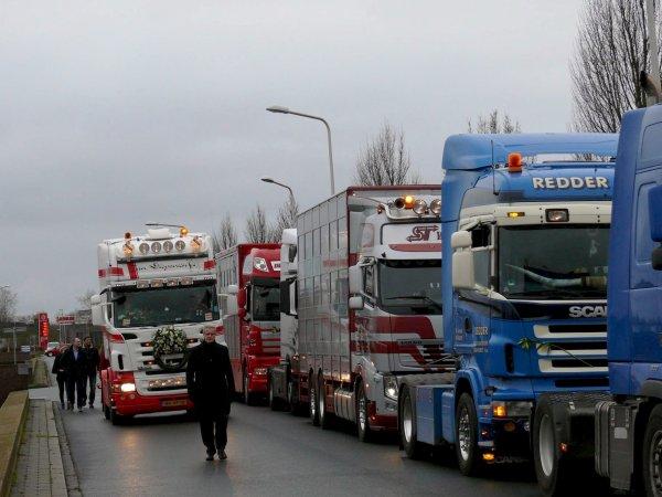 Hommage à un chauffeur néerlandais qui a perdu la vie sur une route française.