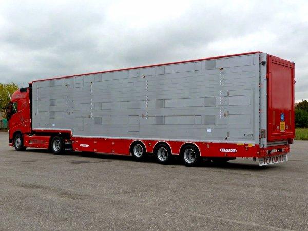 Une semi 5 étages pour les Pays-Bas et cinq autres véhicules pour la Pologne.