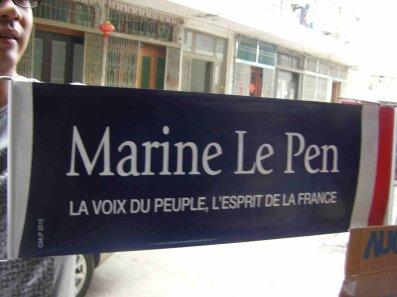 Les banderoles de Le Pen fabriquées en Chine (29/11/11)