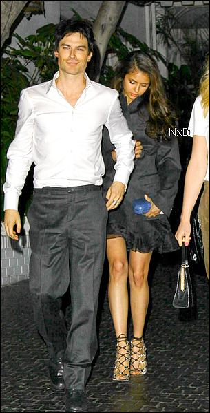 . Voici une photo de notre ravissante Nina accompagnée de sa co-star, Ian Somerhalder, le 10 mars, quittant le Château Marmont à Los Angeles..