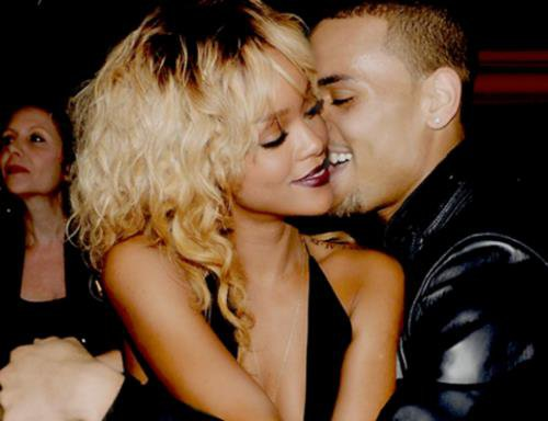 "Rihanna et Chris Brown : les explications sur leur collaboration "" Birthday Cake """