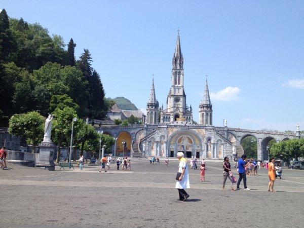 Lourdes, on pourrait presque croire au chateau de la souris aux grandes oreilles...