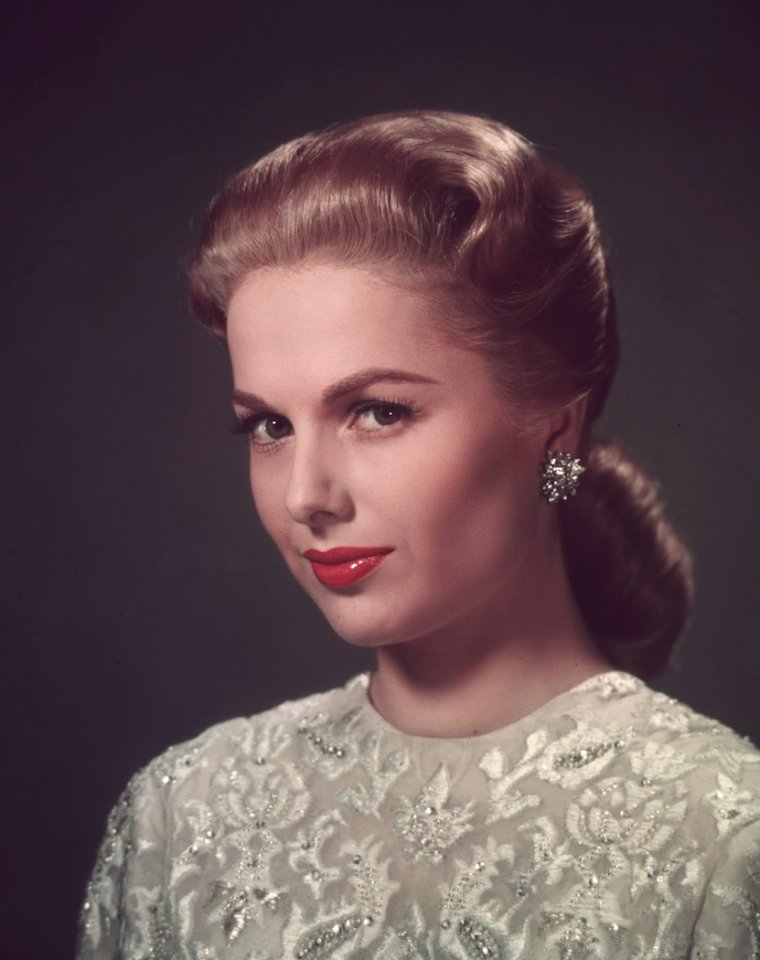 Martha HYER (10 Août 1924) (photo couleur 1958)