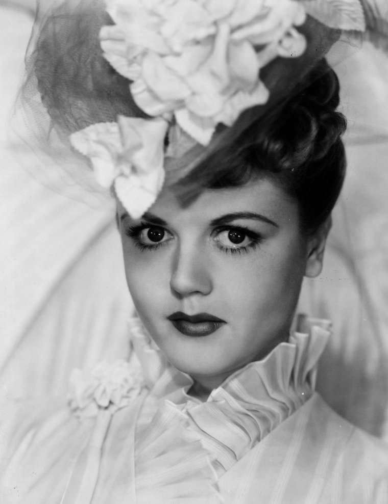Angela LANSBURY (16 Octobre 1925) (photo couleur 1946)