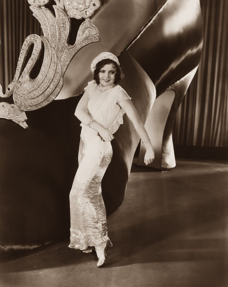 Nancy CARROLL (19 Novembre 1903 / 6 Août 1965) (photo sépia 1930)