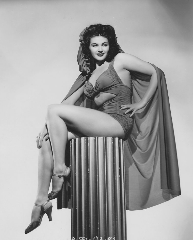 Yvonne De CARLO (1er Septembre 1922 / 8 Janvier 2007) (photo N.B. 1941)