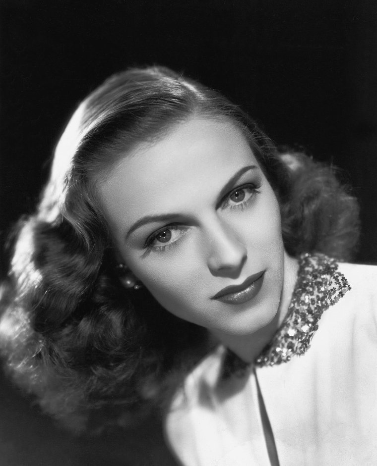 Vera ZORINA (2 Janvier 1917 / 9 Avril 2003) (photo sépia 1940)