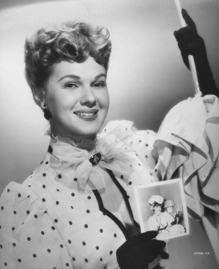 Adele JERGENS (26 Novembre 1917 / 22 Novembre 2002) (photo N.B. 1952)