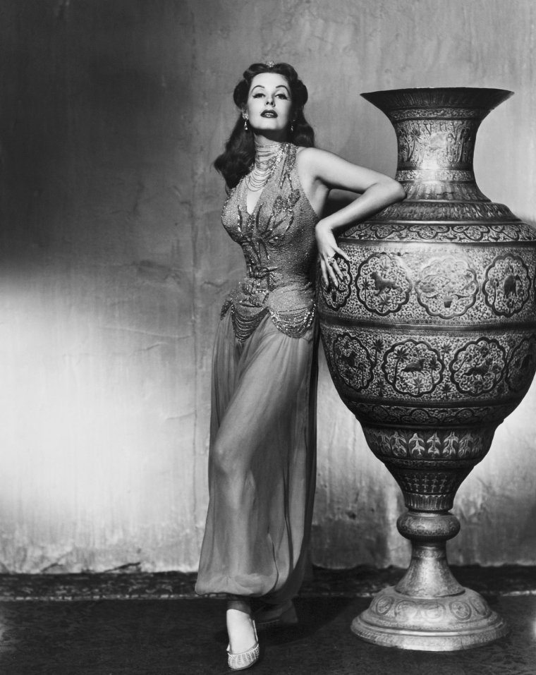 Arlene DAHL (11 Août 1925) (photo N.B. 1953)