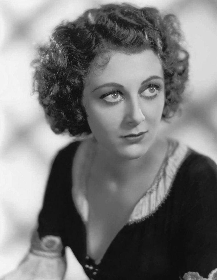 Ann DVORAK (2 Août 1911 / 10 Décembre 1979) (photo sépia 1936)