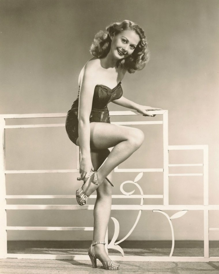 Adele MARA (28 Avril 1923 / 7 Mai 2010) (photo N.B. 1945)