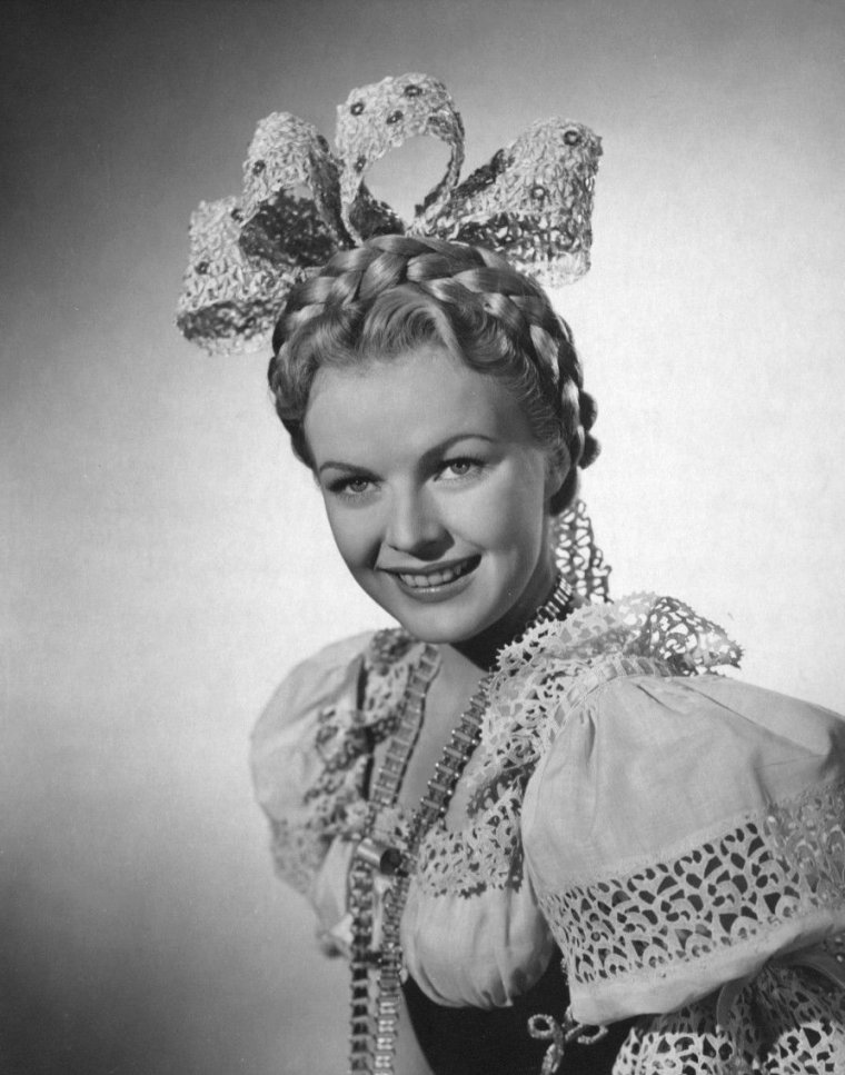 June HAVER (10 Juin 1926 / 4 Juillet 2005) (photo N.B. 1945)