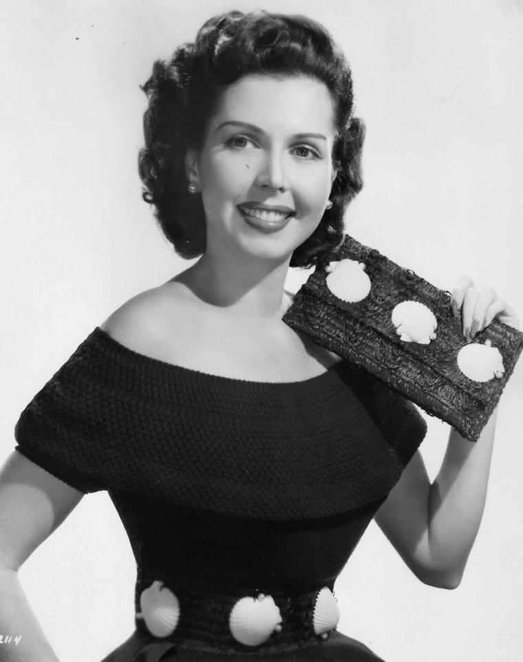 Ann MILLER (12 Avril 1923 / 22 Janvier 2004) (photo N.B. 1953)