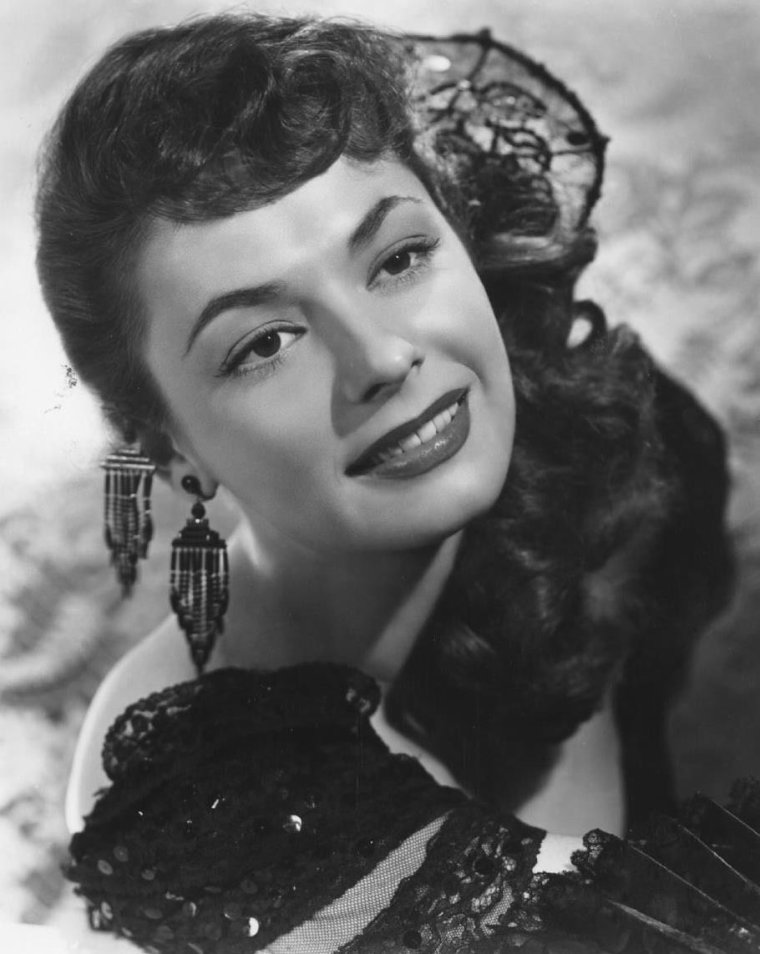 Ruth ROMAN (22 Décembre 1922 / 9 Septembre 1999) (photo couleur 1950)