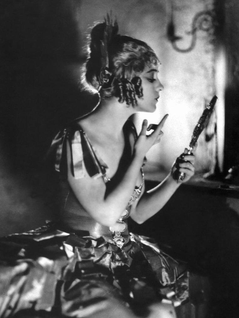 Dorothy GISH (11 Mars 1898 / 4 Juin 1968) (photo sépia 1954)