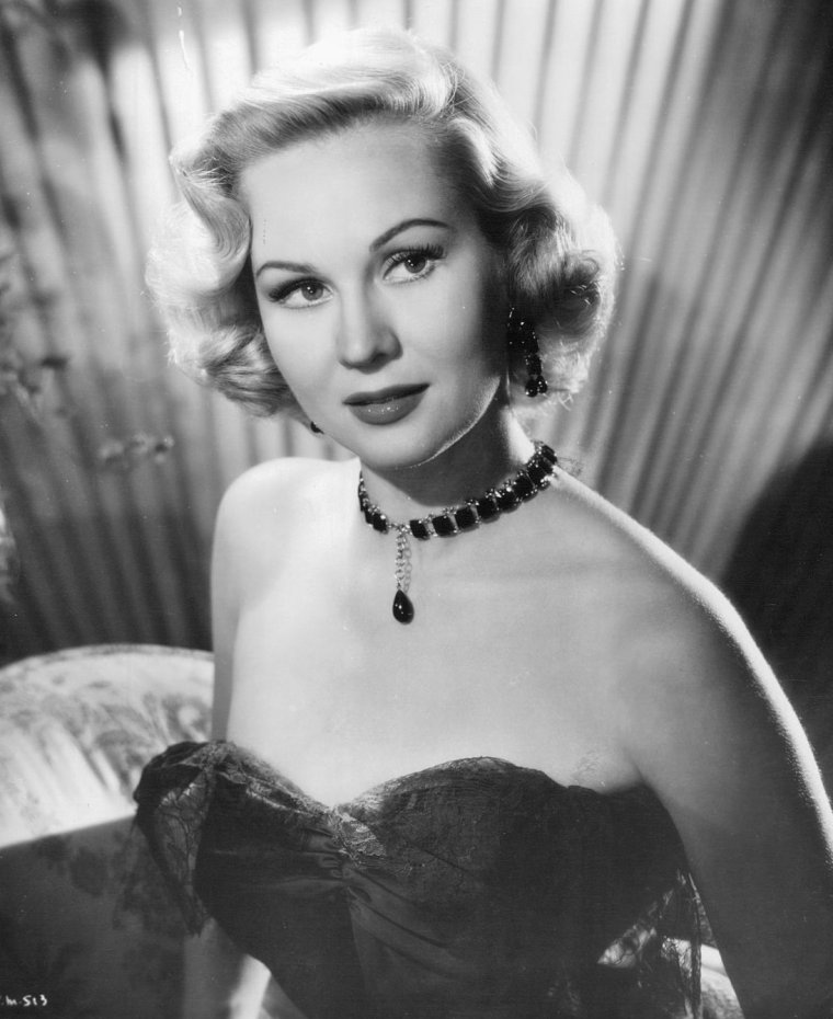 Virginia MAYO (30 Novembre 1920 / 17 Janvier 2005) (photo N.B. 1952)