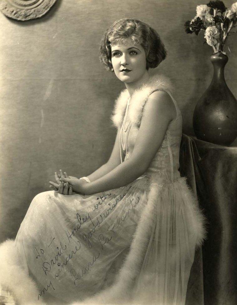 Laura La PLANTE (1er Novembre 1904 / 14 Octobre 1996) (photo sépia 1927)