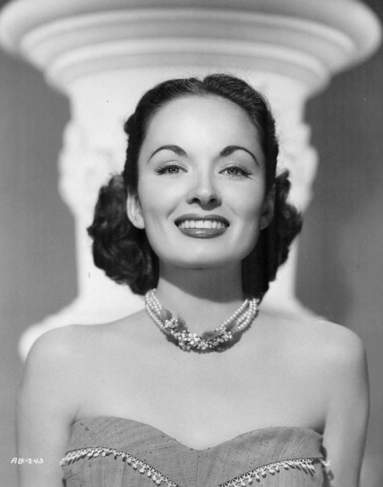 Ann BLYTH (16 Août 1928) (photo N.B. 1952)