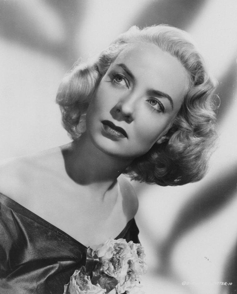 Audrey TOTTER (20 Décembre 1917 / 12 Décembre 2013) (photo sépia 1946)