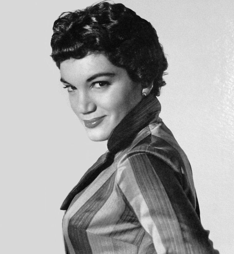 Connie FRANCIS (12 Décembre 1938) (photo N.B. 1958)