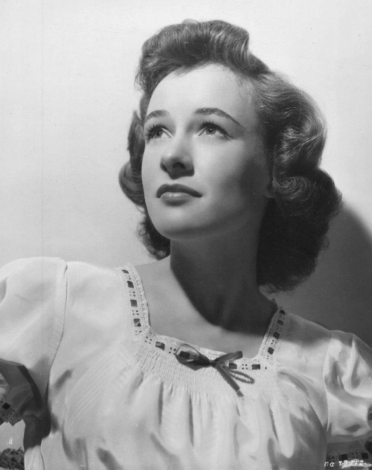 Phyllis THAXTER (20 Novembre 1919 / 14 Août 2012) (photo sépia 1945)