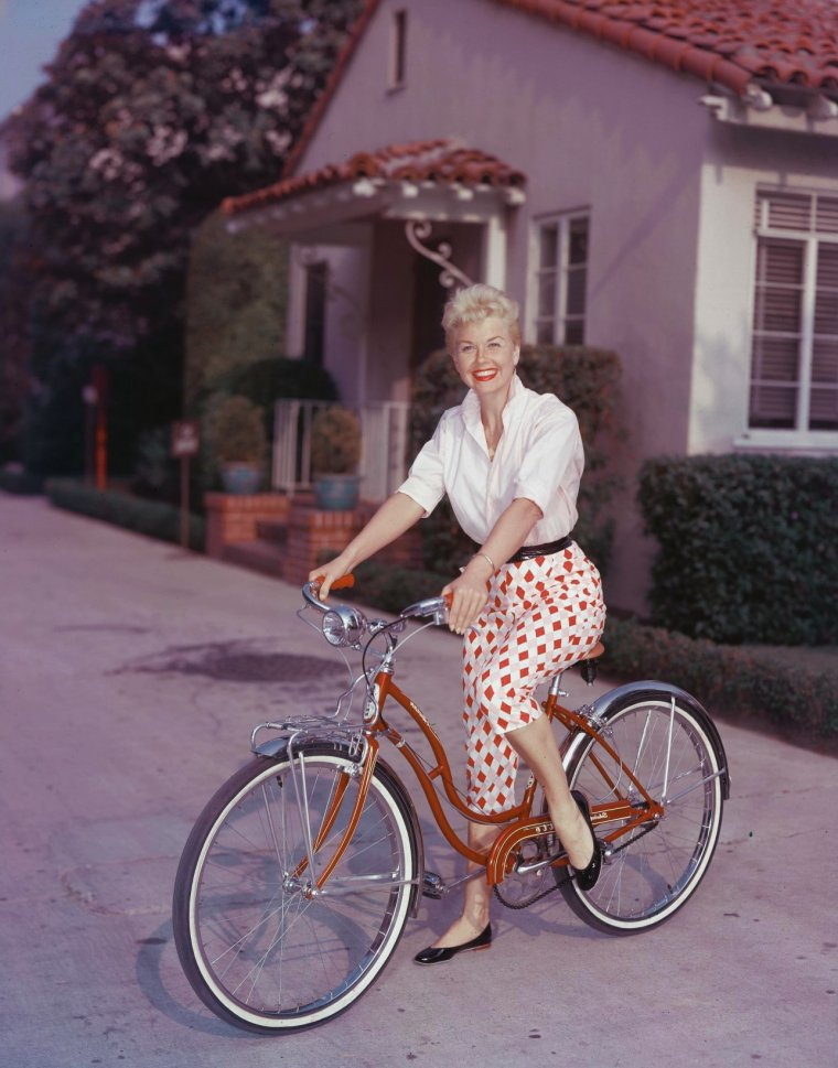 Doris DAY (3 Avril 1924) (photo couleur 1954)