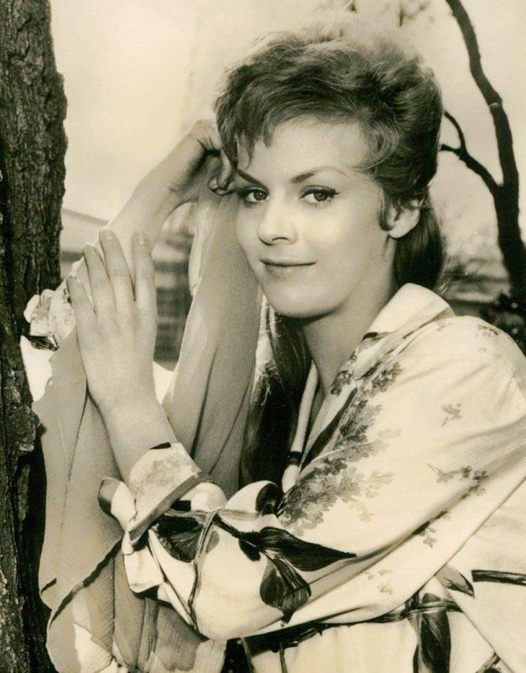 Heidi BRÜHL (30 Janvier 1942 / 8 Juin 1991) (photo couleur 1958)