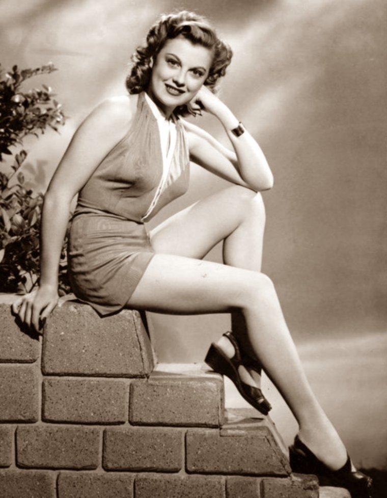Suzi CRANDALL (3 Mai 1924) (photo N.B. 1948)