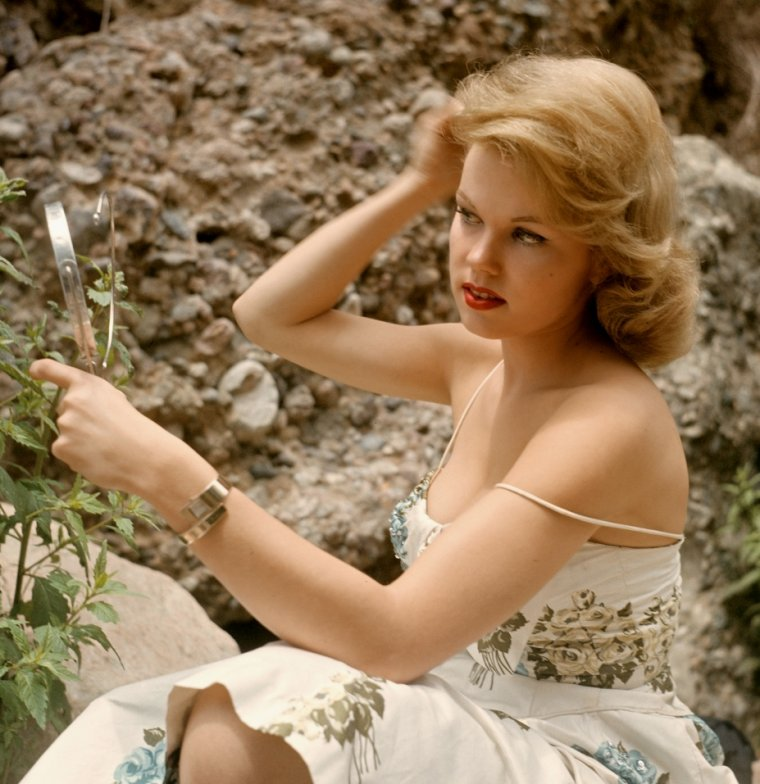 Corinne COLE plus connue sous le pseudo de Lari LAINE (13 Avril 1937)