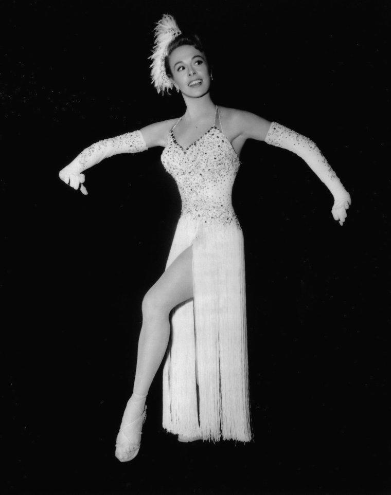 Marge CHAMPION (2 Septembre 1919) (photo sépia 1949)