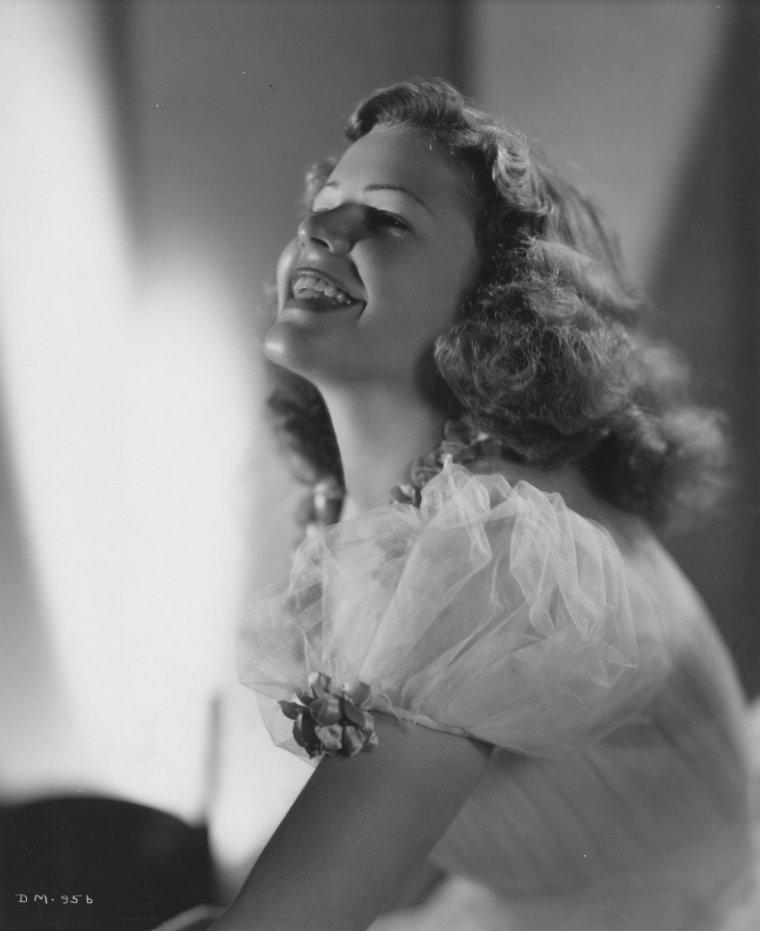 Dorothy MOORE (12 Janvier 1919 / 5 Octobre 2005)