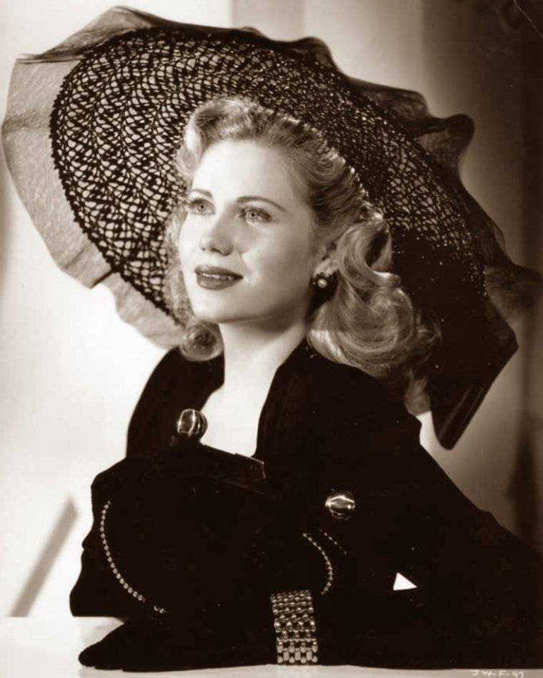 Jacqueline WHITE (23 Novembre 1922) (photo N.B. 1943)