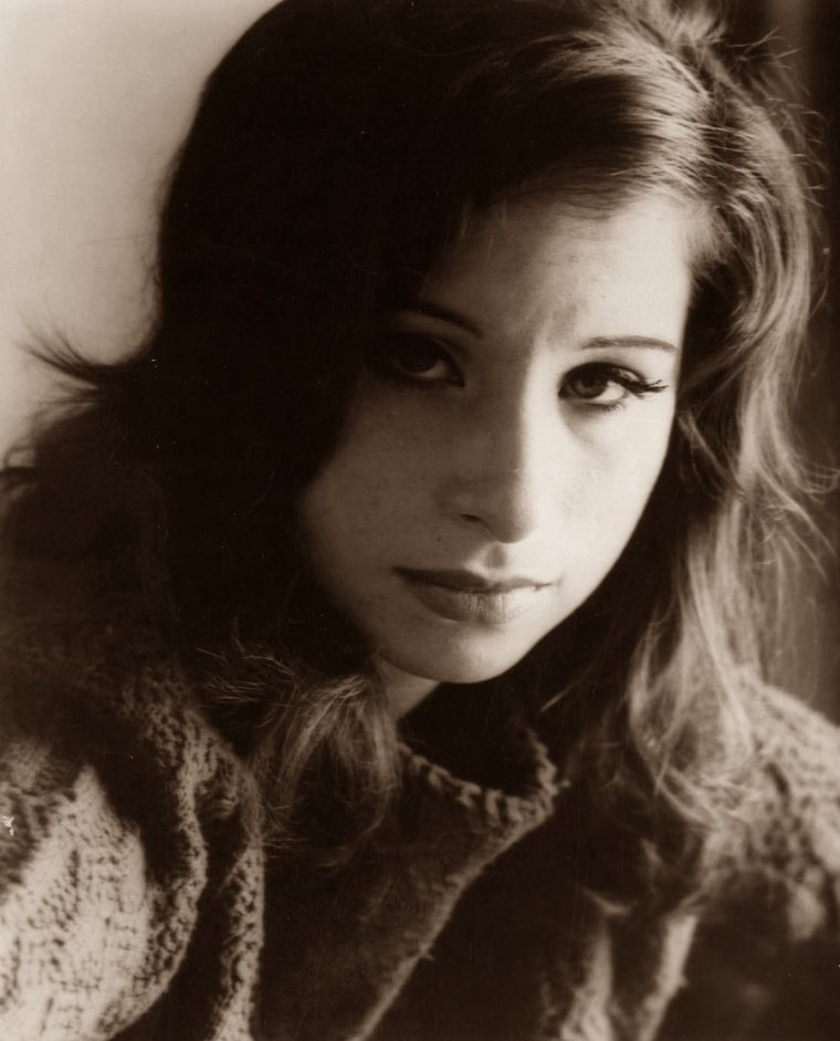Barbra STREISAND (24 Avril 1942) (photo sépia 1960)