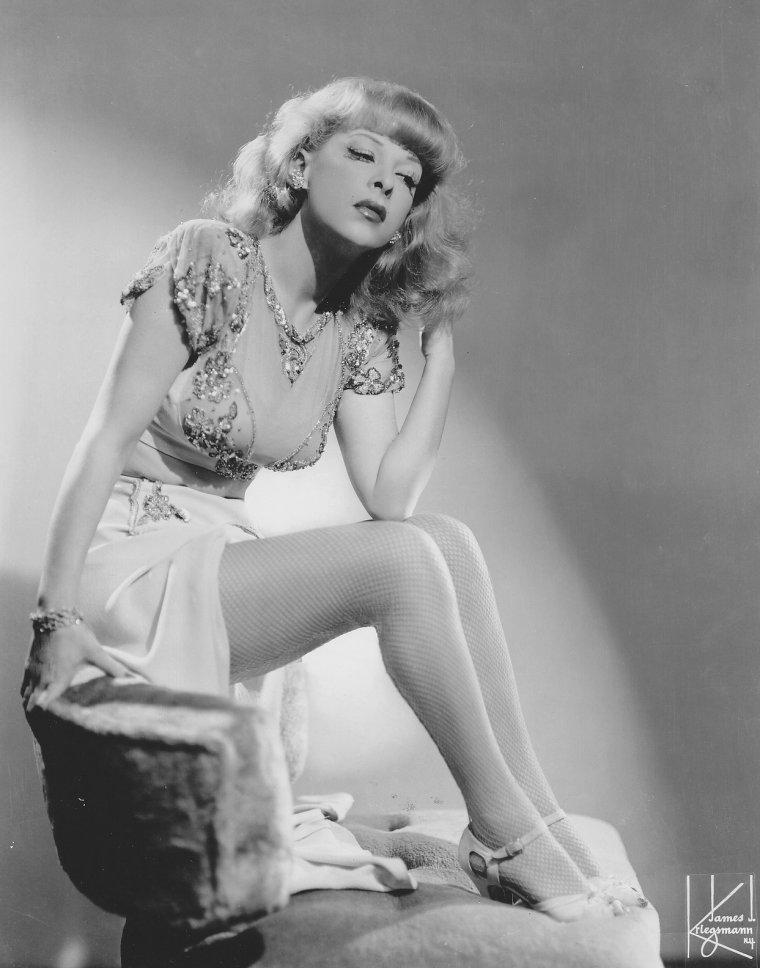 Gertrude NIESEN (8 Juillet 1911 / 27 Mars 1975) (photo N.B. 1941)