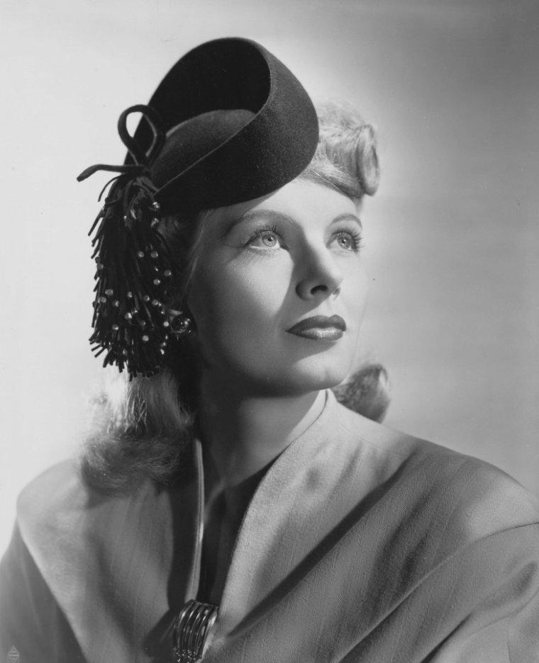 Irene MANNING aussi connue sous le pseudo de Hope MANNING (17 Juillet 1912 / 28 Mai 2004) (photo N.B. 1943)