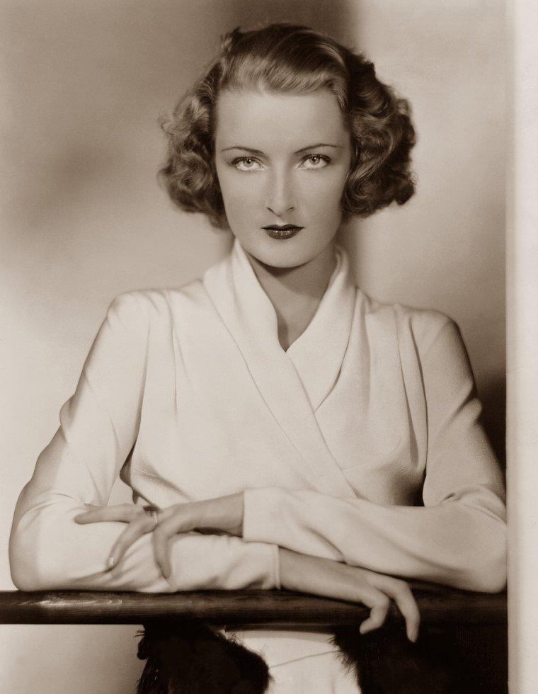Gwili ANDRE (4 Février 1908 / 5 Février 1959) (photo sépia 1932)