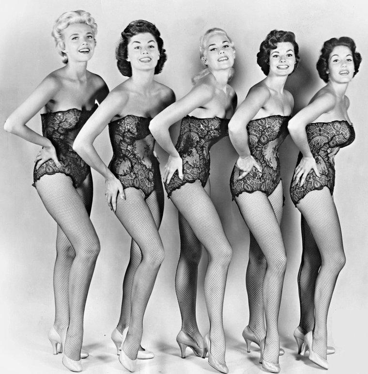 Madelyn DARROW (21 Février 1935) (photo de groupe, de gauche à droite, June KIRBY, Jann DARLYN, Larri THOMAS, Madelyn DARROW et Barbara BRENT 1955)