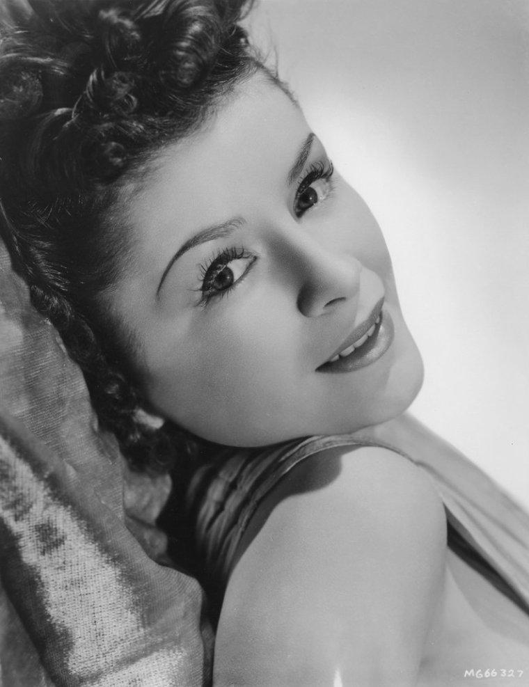 Jacqueline LAURENT (6 Août 1918 / 18 Décembre 2009) (photo N.B. 1943)
