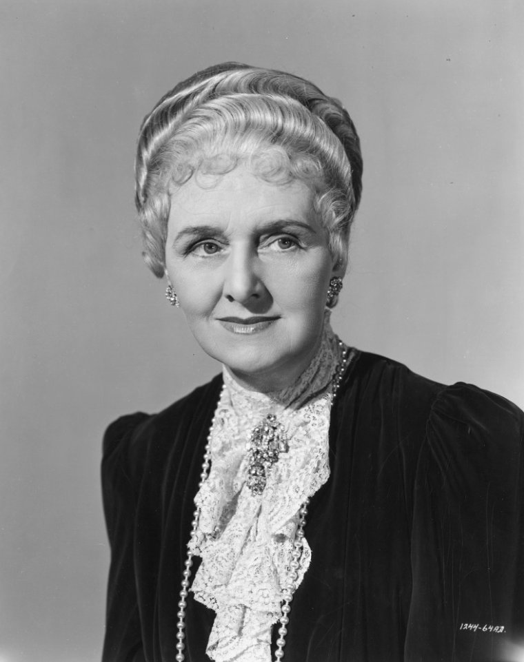 Elisabeth RISDON (26 Avril 1887 / 20 Décembre 1958) (photo N.B. 1942)