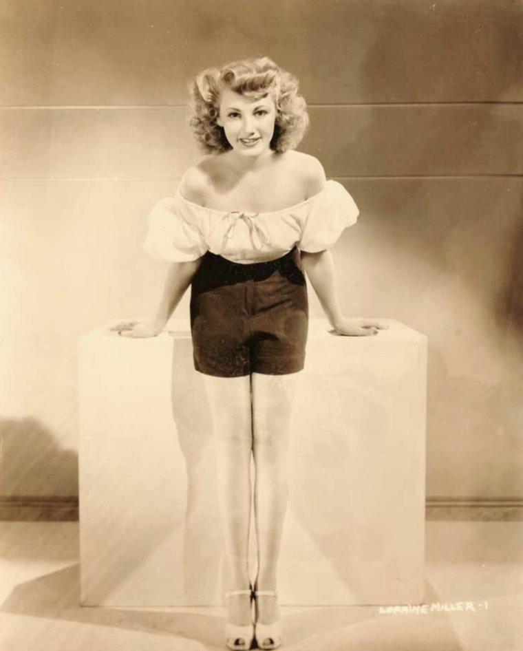 Lorraine MILLER (5 Janvier 1922 / 6 Février 1978) (photo sépia 1943)