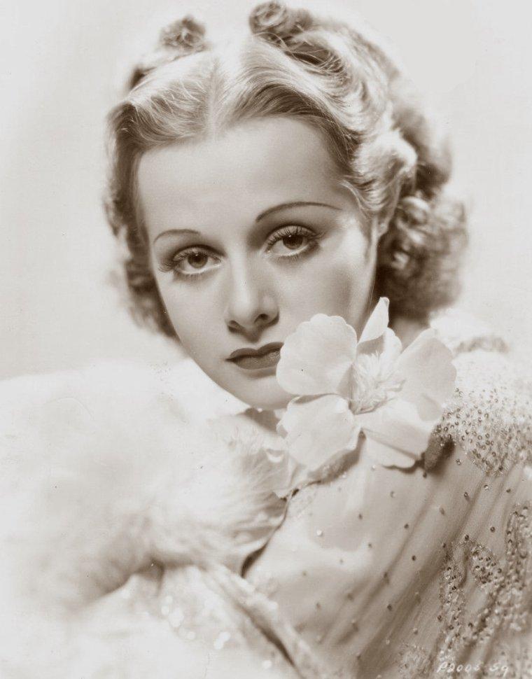 Eleanore WHITNEY parfois créditée Eleanor WHITNEY (12 Avril 1917 / Novembre 1983) (photo sépia 1935)