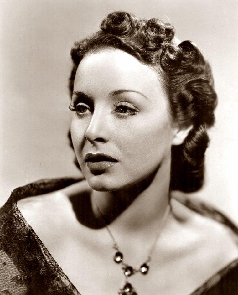 Joan PERRY (7 Juillet 1911 / 16 Septembre 1996) (photo sépia 1938)