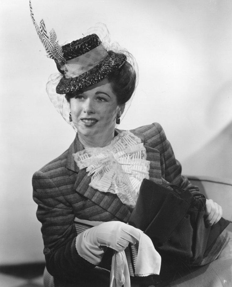 Margie STEWART (14 Décembre 1919 / 26 Avril 2012) (photo N.B. 1943)