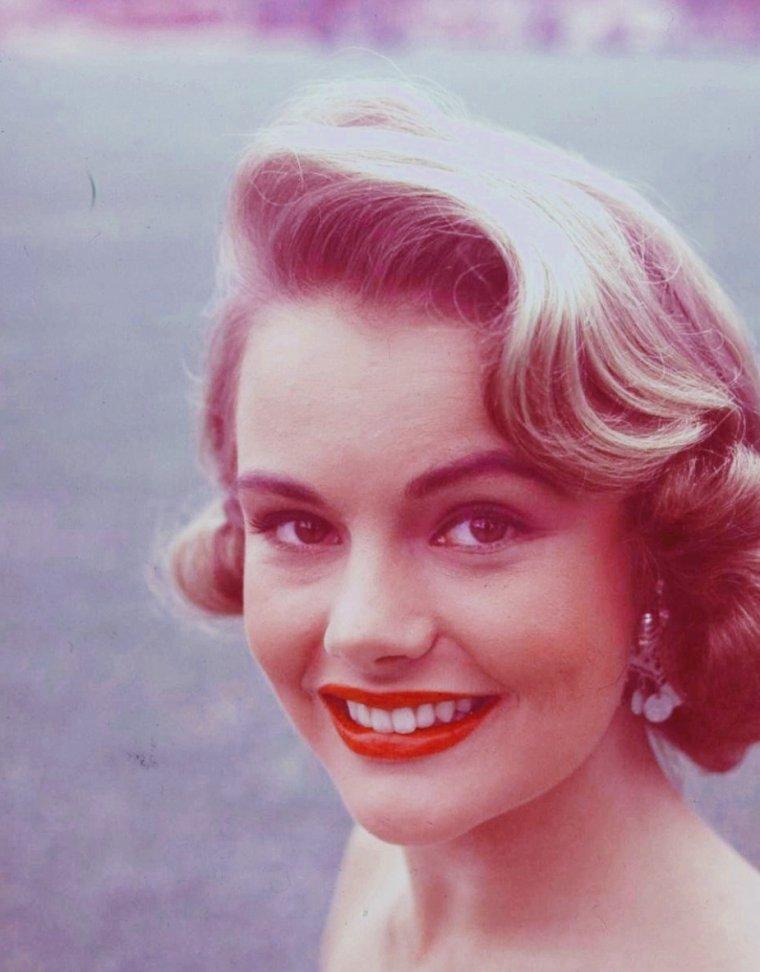 Myrna HANSEN (5 Août 1934)