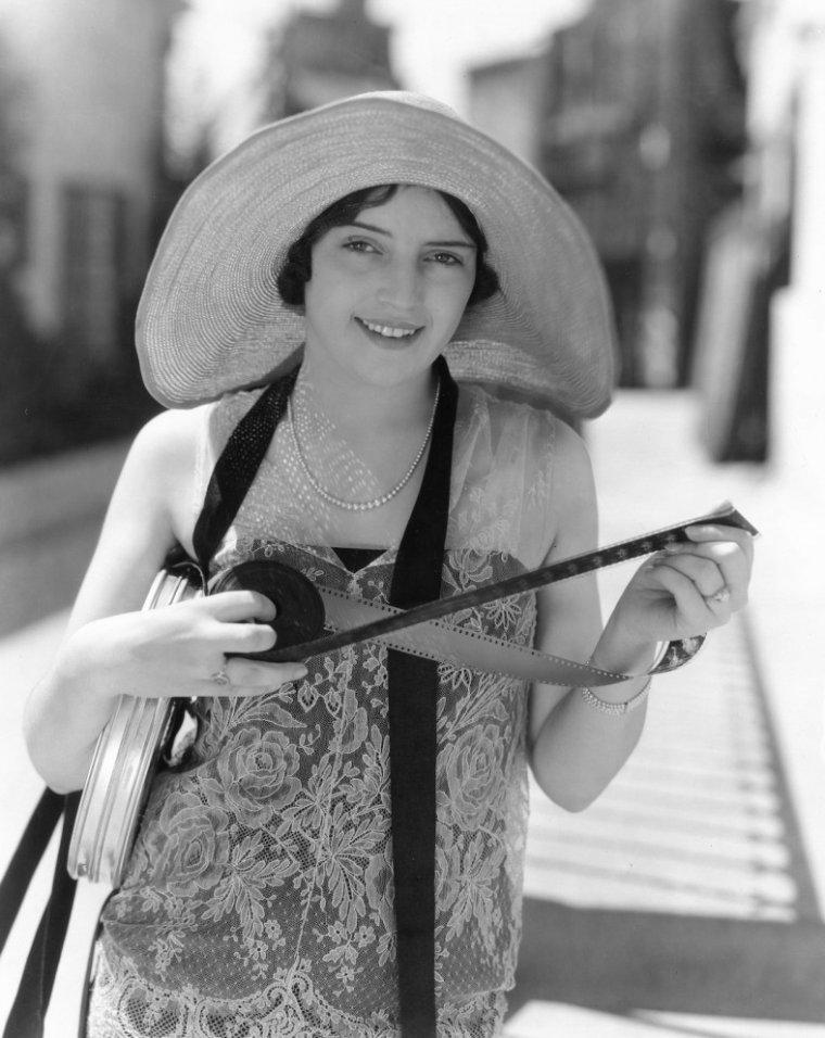 Gladys BELMONT aussi connue sous le pseudo de Julie CARTER (? / ?)