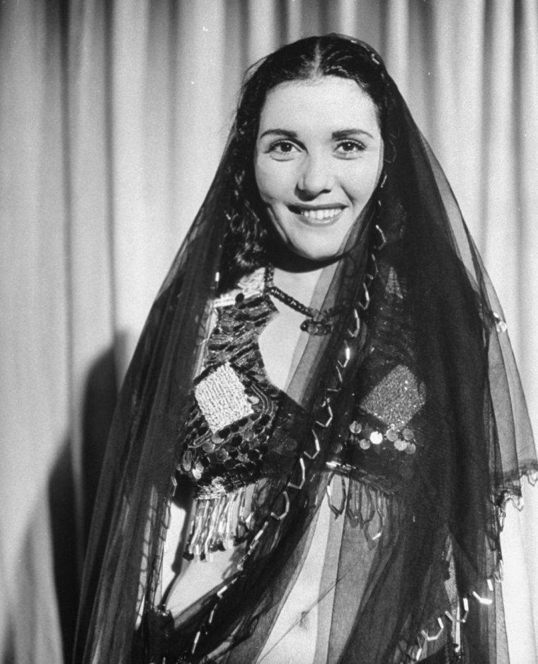 Tahia CARIOCA (Taheyya KARIOKKA) aussi connue sous le pseudo de Tahiya MOHAMED (22 Février 1919 / 20 Septembre 1999)