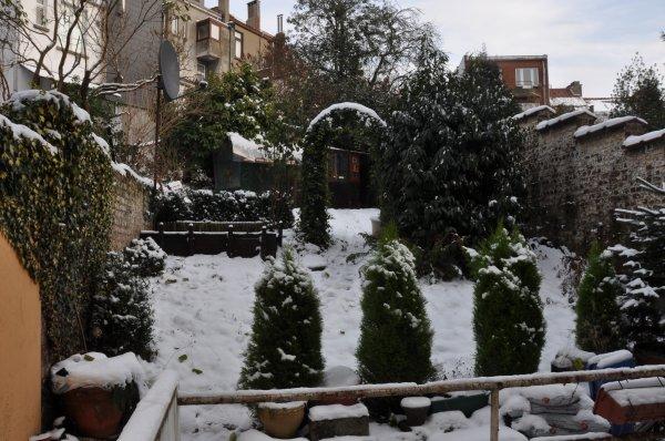 Voliere externe sous la neige en decembre 2010