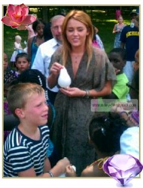 19 juillet 2011 Miley s'est rendue hier à un évènement caritatif « Kids Kicking Cancer » dans la Michigan.   /!\ Miley est au Michigan car Liam (son petit-ami) tourne un film là-bas.
